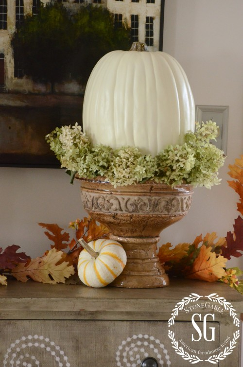 FALL-HOME-TOUR-chippy-urn-white-pumpkin-stonegableblog_com_-e1410912922306