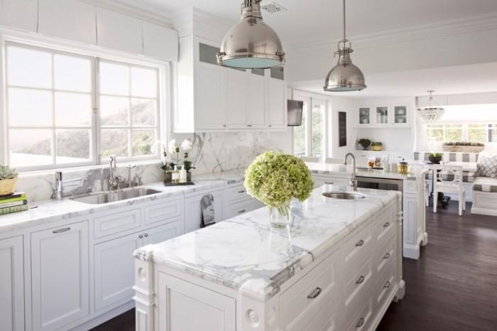 Classic White Hampton Kitchen  Foot Ceiling