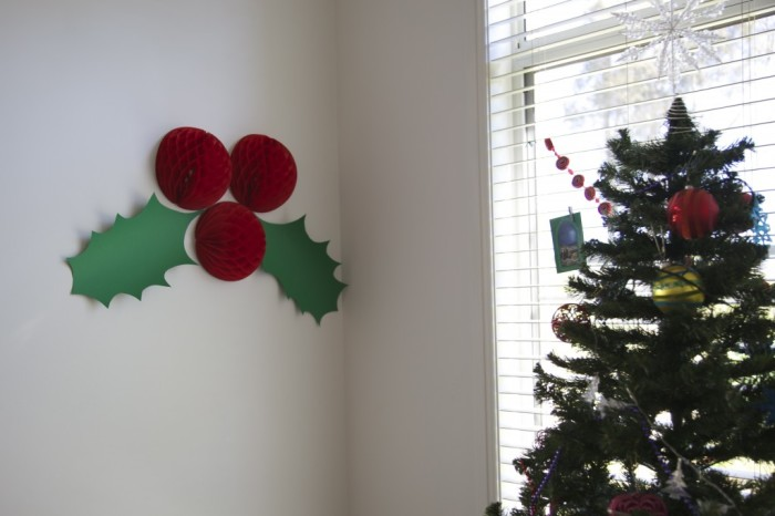 Giant-Holly-Christmas-Decorations-1024x682