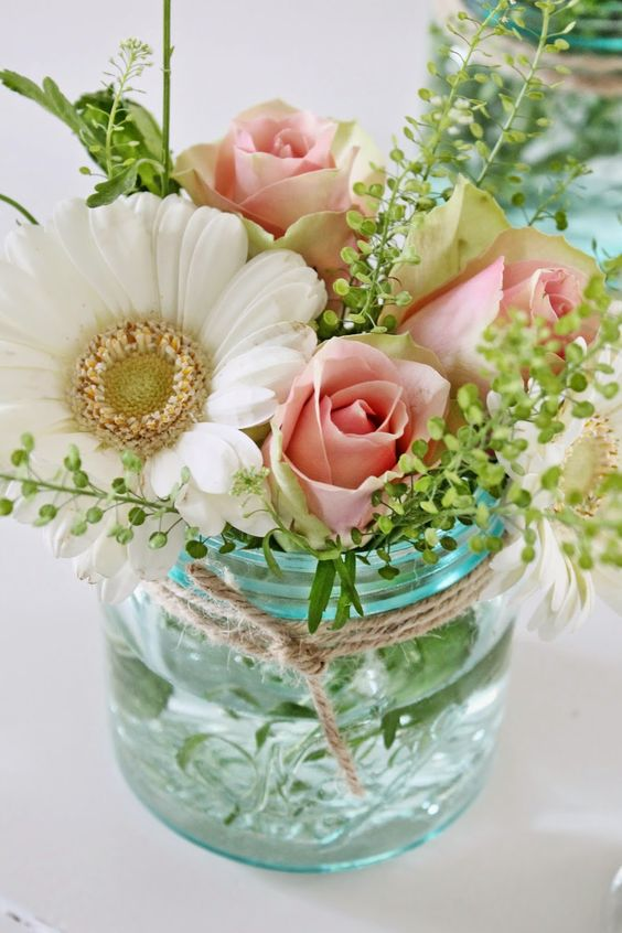 Simple flower arrangements that you can do yourself