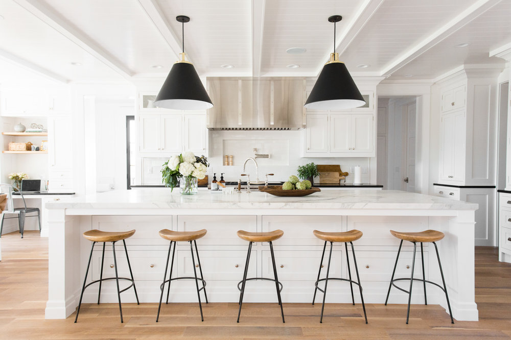 Black,+white,+and+natural+wood+kitchen+tour+by+Studio+McGee+#windsongproject