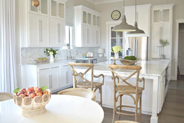 white-kitchen-modern-shaker-cabinets-RH-pendants-carrara-marble